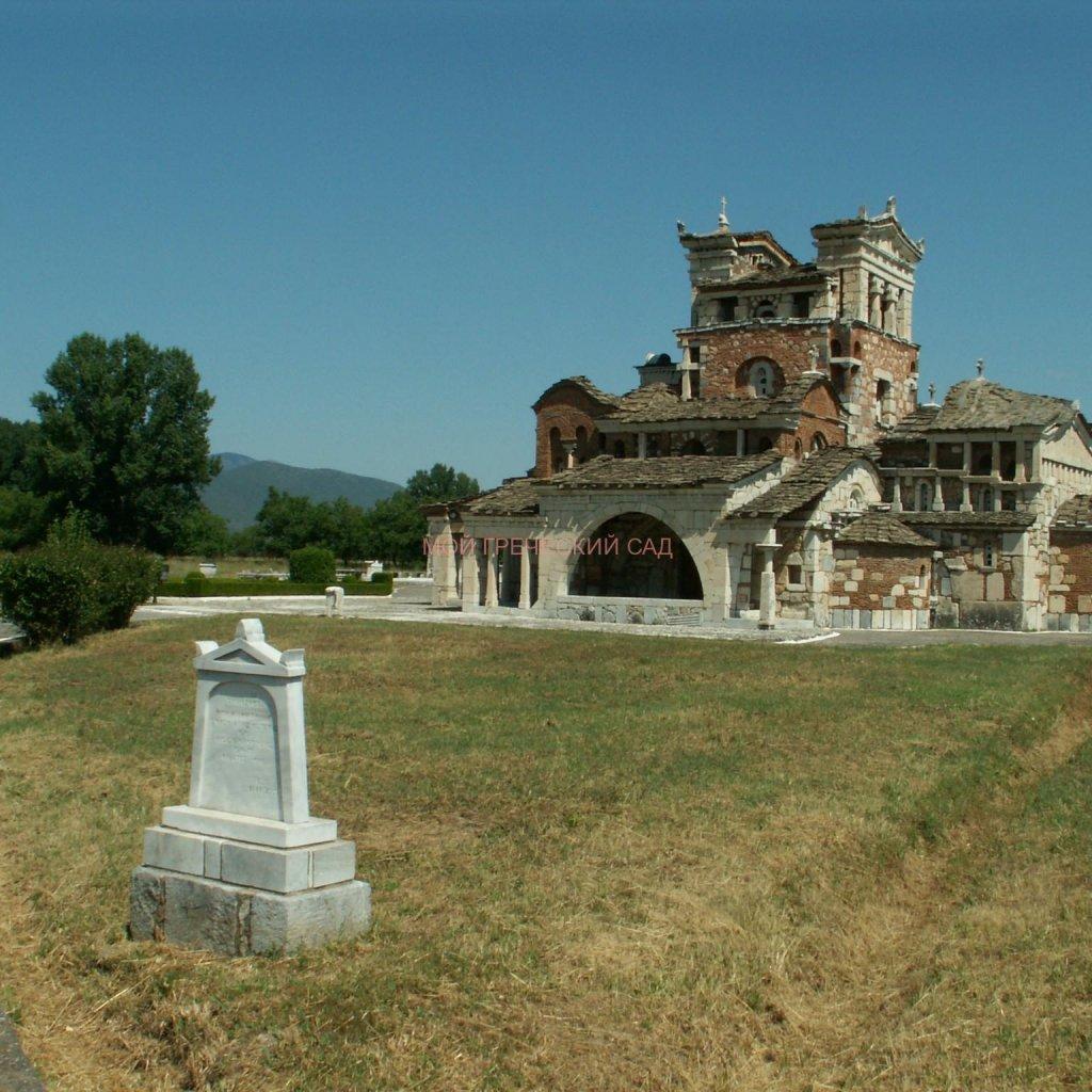 Самая странная церковь Греции - церковь Святой Фотинии фото