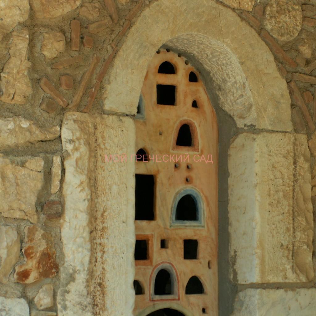 Окно церкви Святой Фотинии фото