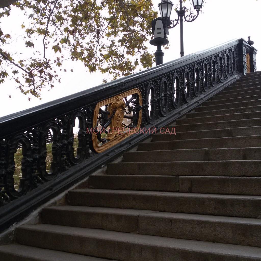 лестница с гербом Одессы фото