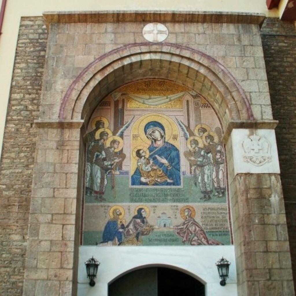 Вход в монастырь Мега Спилеон