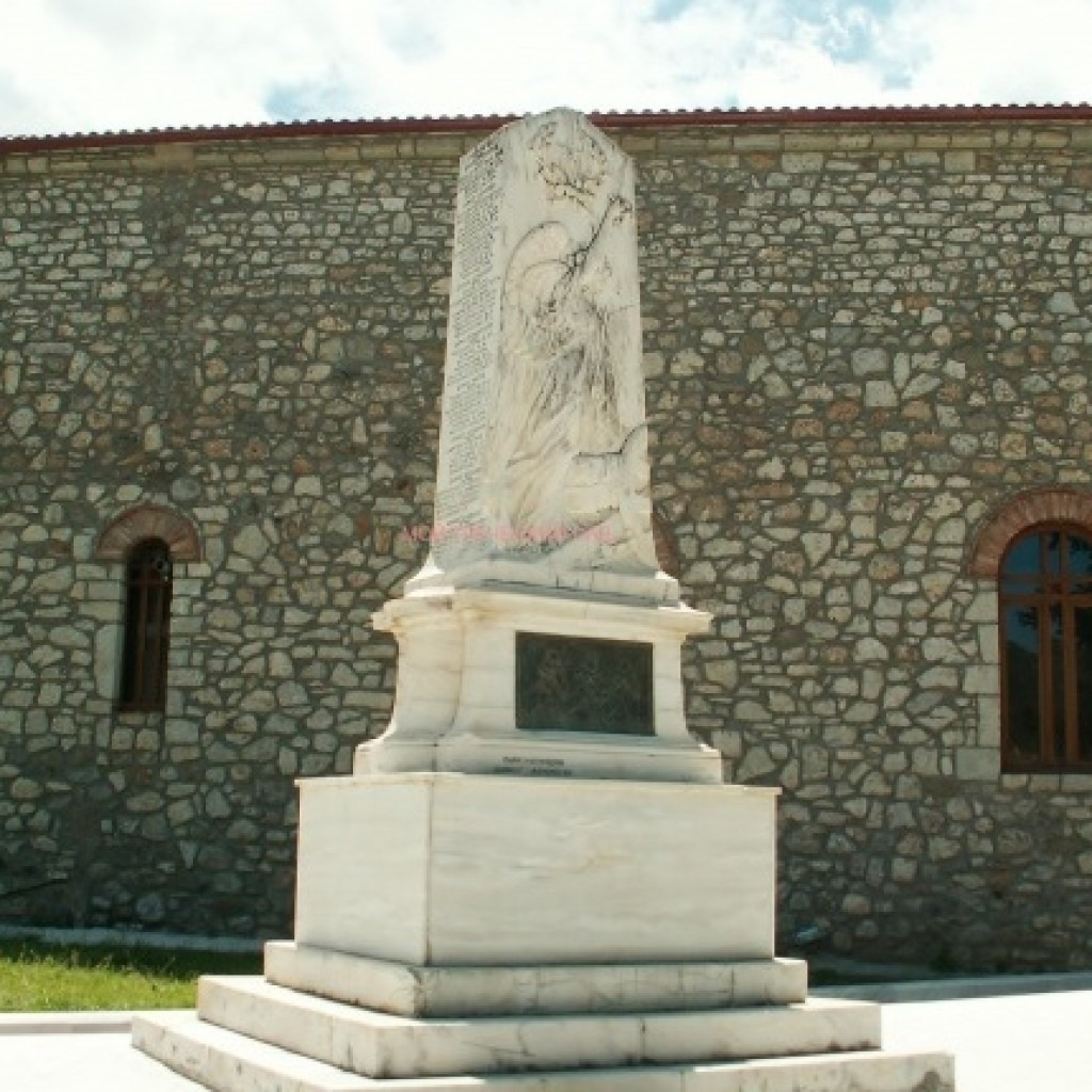 Памятник жертвам фашистов