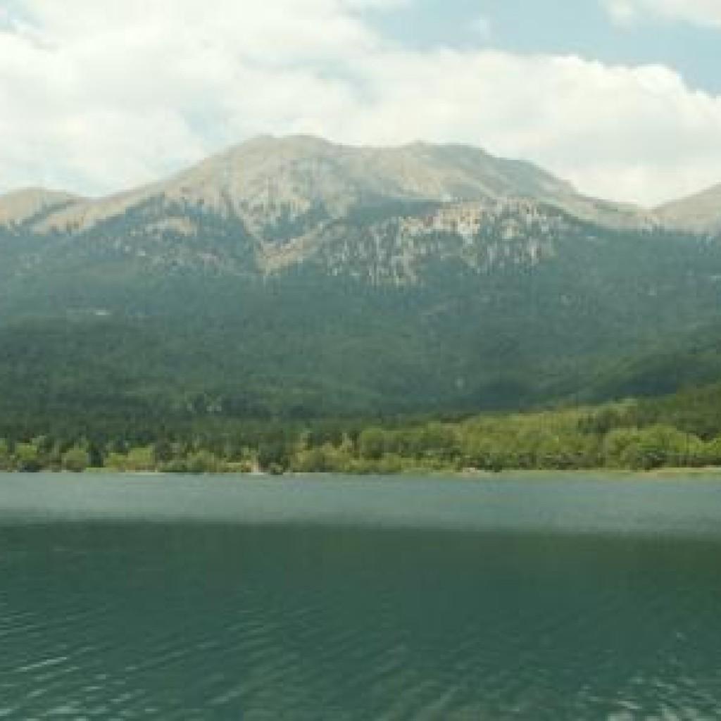 Греция горная Коринфия фото